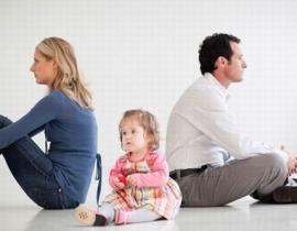 Có nên ly hôn với người chồng phụ thuộc vào bố mẹ