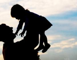 Ba ơi, ôm con với